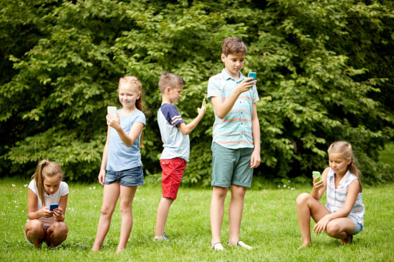 8 ways to keep kids off their mobile devices at your holiday get-together