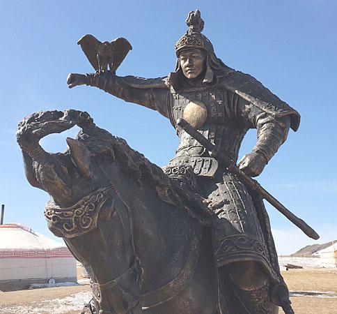 5 eagle hunter statue best