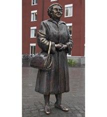 """""""Den Svenska Tanten i helfigur"""" brons Campus, Hyresbostäder i Växjö 2005"""