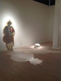 """""""Tantfullness"""" sandskuren spegel med guldram, 2013"""