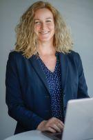 Hier übersetzt die Chefin noch selbst! Susanne Henke bei der Arbeit an einem Übersetzungsprojekt.