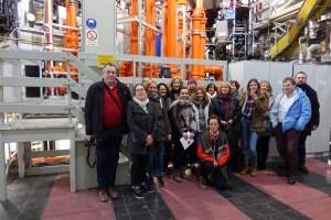 Technikinteressierte BDÜ-Mitglieder im Kernfusionszentrum in Garching.