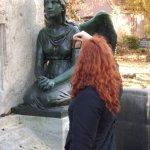 Susanne Haun auf dem Französischen Friedhof Liesenstraße