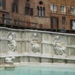 Brunnen in Siena am Piazza del Campo 2 - Foto von Susanne Haun
