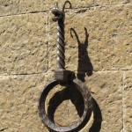 Ein Glück! In Volterra gibt es eine Möglichkeit sein Pferd anzubinden!