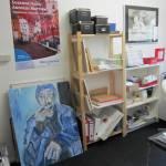 Im Büro ein Acrylbild von mir - Andreas Sohn steht immer davor und sagt Papa, besonders wenn der Papa seine Kurse gibt