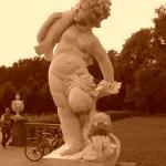 Skultur im Schlosspark (man beachte im Hintergrund Herrn Mattern :-) - Foto von Susanne Haun