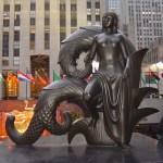 Skulptur vor dem Rockefeller Haus - Foto von Susanne Haun