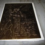 In die mit Wachs gestrichene Zinkplatte habe ich freihändig mit dem Bleistift den Engel gezeichnet