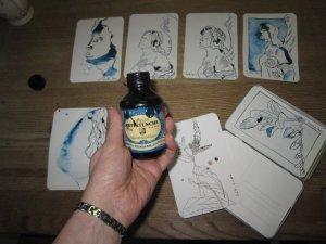Ich zeichne mit maurizius blauer Tusche von Rohrer und Klinger - Foto von Susanne Haun