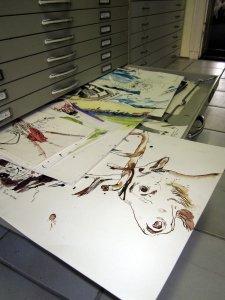 Für mein Buch sortiere ich meine Zeichnungen und verschaffe mir einen Überblick - Foto von Susanne Haun