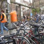 Fahrräder vor Klärchens Ballhaus in der Auguststr. - Foto von Susanne Haun