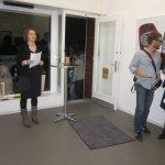 Die Galeristin Morena Wassermann hält die Einführungsrede (c) Foto von Susanne Haun