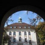 Blick in den Brunnenhof des Herzzentrums (c) Foto von Susanne Haun