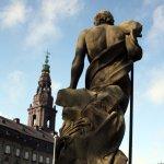 Noch ein schöner Rücken Neptun vor der Börse (c) Foto von Susanne Haun