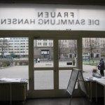 Ich mag die Spiegelschrift des Einganges von Innen (c) Foto von Susanne Haun
