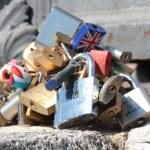 Natürlich dürfen auch auf der Brücke über dem Tiber keine Schlösser fehlen (c) Foto von Susanne Haun