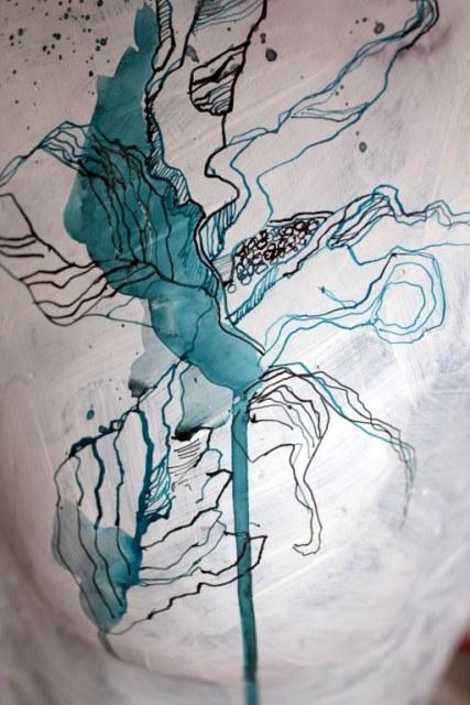 Torso mit Kopf - Zeichnung auf Objekt von Susanne Haun