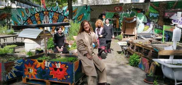 Planung im Rote Beete Garten für Crossart for Future, Foto Alexandre Bocage