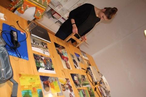 Vorbereitung des 9. KunstSalons - Gast Joyce Ann Syhre (c) Foto von Susanne Haun