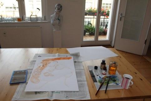 Die Portraits entstehen auf einfachem Skizzenpapier in der Größe 60 x 40 cm (c) Zeichnung von Susanne Haun