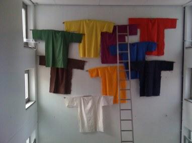 Installation mit Kleidern, 2010