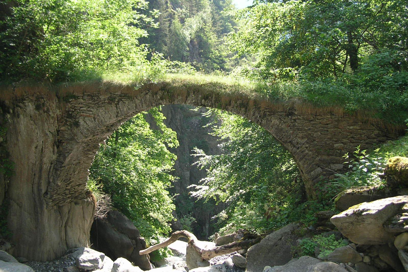 ViaCook: a bridge in Salvan