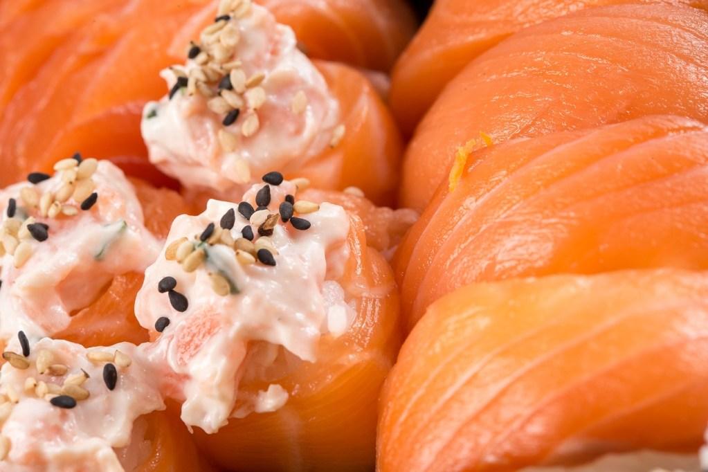 sushi, salmon, niguiri