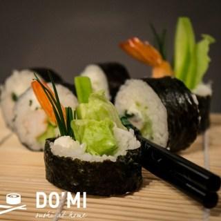 Futomaki z krewetką i warzywami