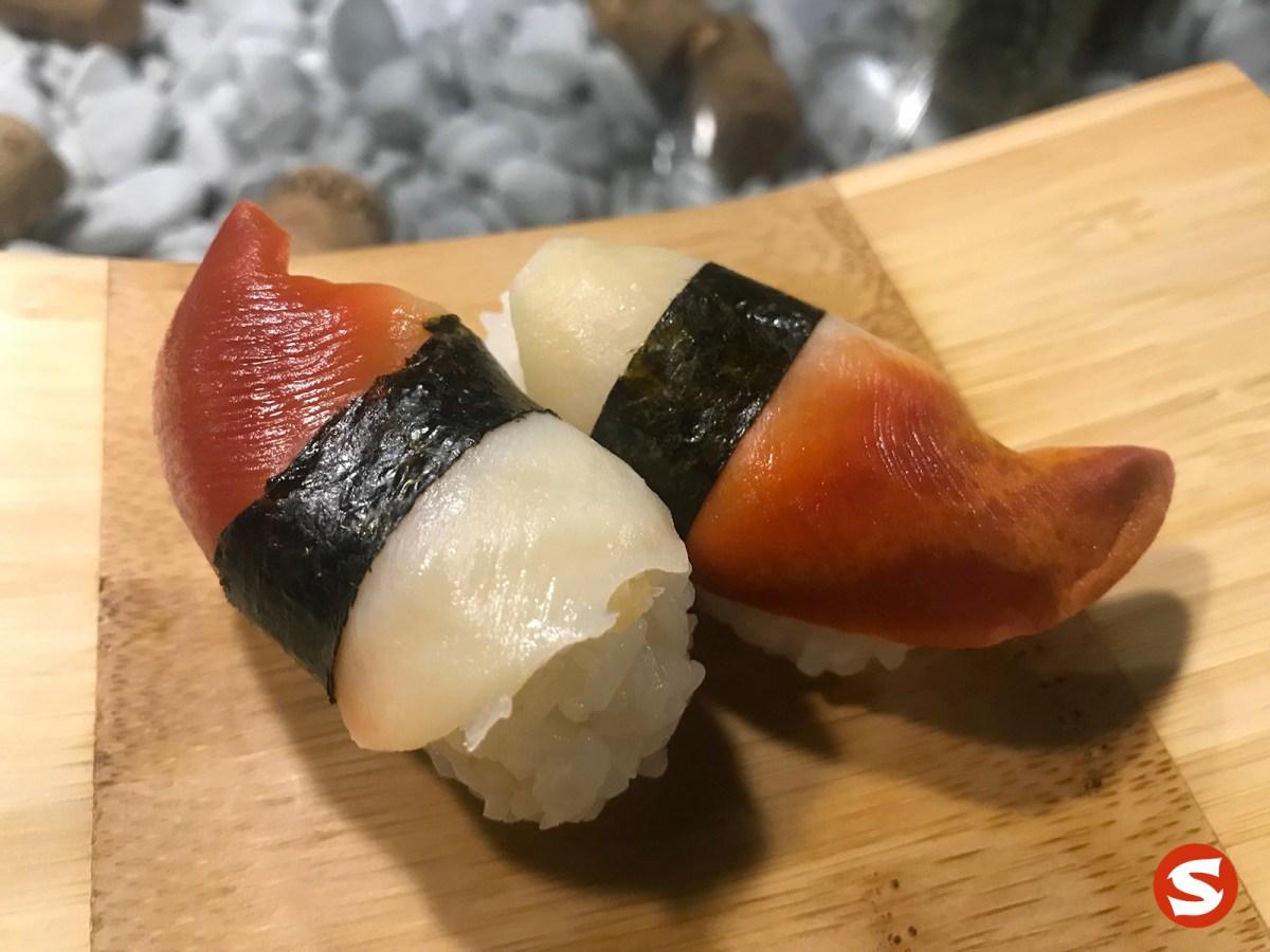 hokkigai (surf clam) nigiri