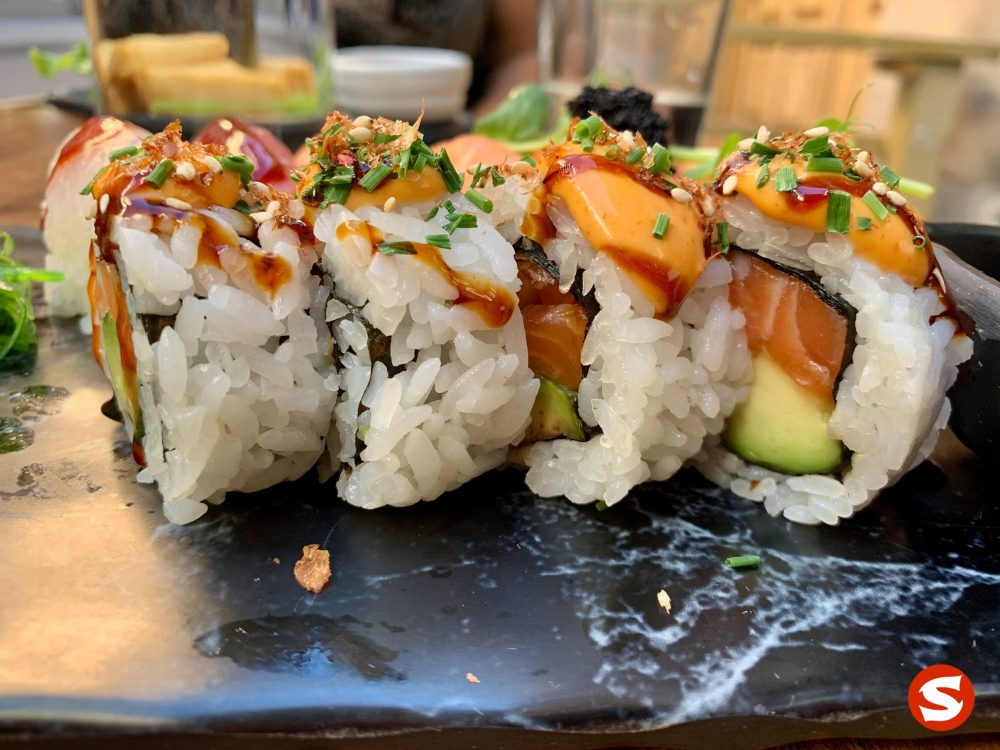 Pong - sake (salmon) uramaki (inside out roll) with chili topping