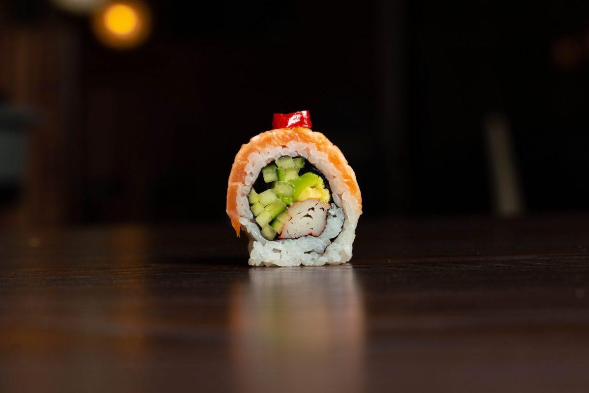 salmon-yuki-roll-scaled.jpg