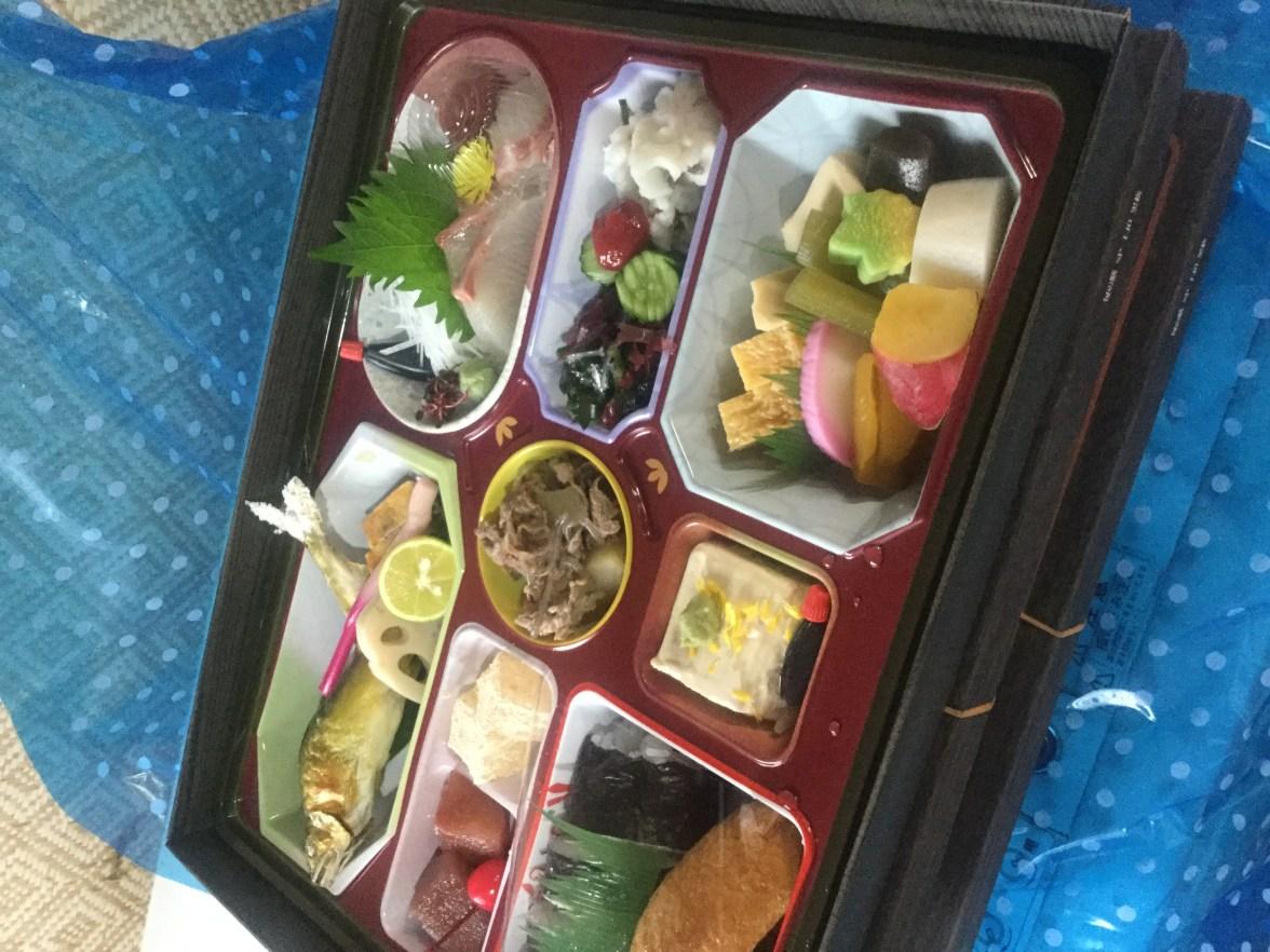 法事料理に幕の内弁当、三千円