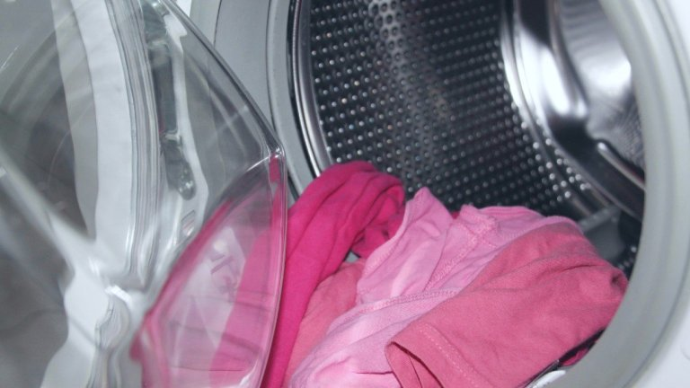 Is Handwashing Clothes Better for the Environment Than Using a Washing Machine?