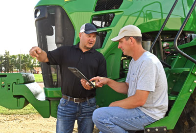 Farmer and agronomist talking