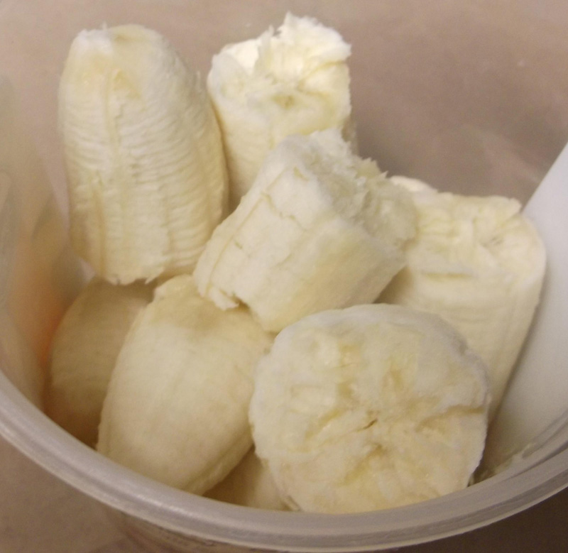 cut bananas in a bowl