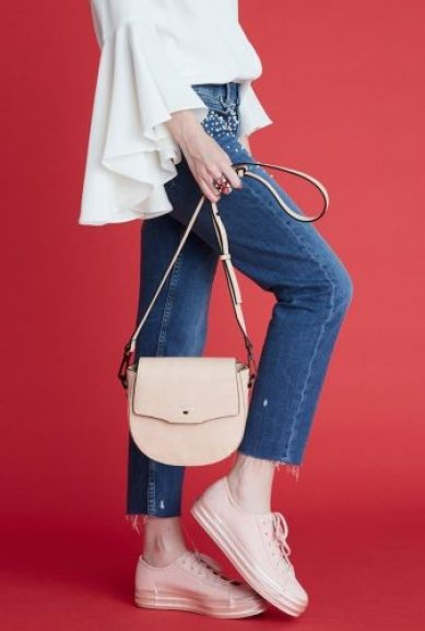 niko-ineko-handbags-saddle-crossbody-blush-3619007627341_740x 25 vegan bag brands