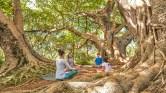 5. Viver o momento presente: A filosofia do Yoga ensina a ter a consciência do momento presente, pois quando a nossa mente está pensando no passado ou no futuro, não conseguimos perceber o nosso mais valioso tempo: o agora. Quando as crianças estão envolvidas nas posturas, elas estão com foco no agora, e aprendem a levar a consciência do momento presente ao longo de suas vidas.