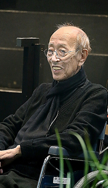 蜷川幸雄車椅子