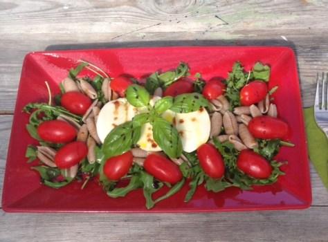 rucola-tomaatti-ruiskaurapasta salaatti
