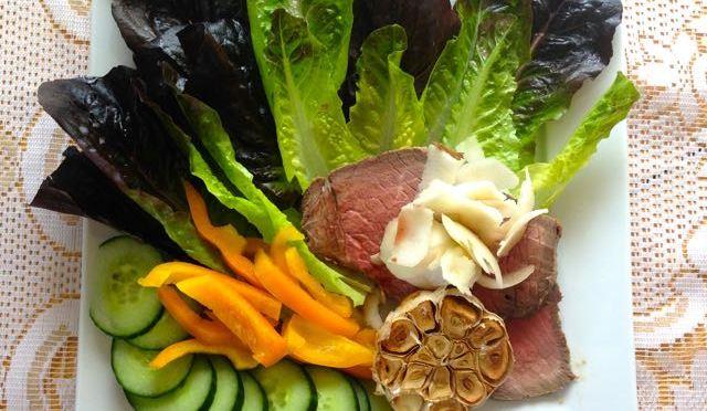 Salaatti nro 82 – Paahtopaistisalaatti ja punainen Rooma tai Mörkö – Renoir Black