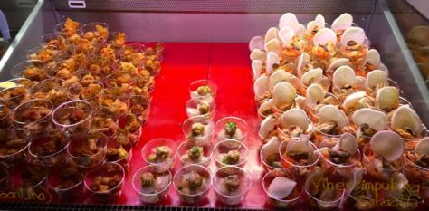 Vietnam Food tarjottavat