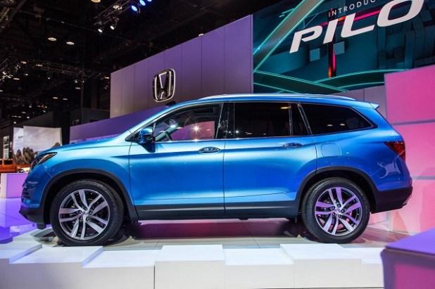 2019 Honda Pilot Hybrid side view