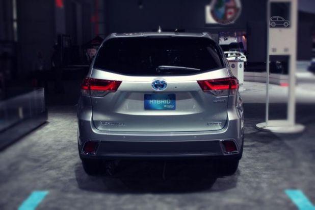 2019 Toyota Highlander Hybrid rear