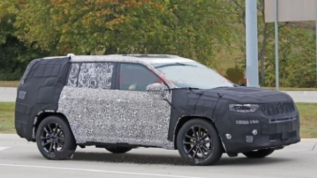 2020 Jeep Grand Cherokee spy shots