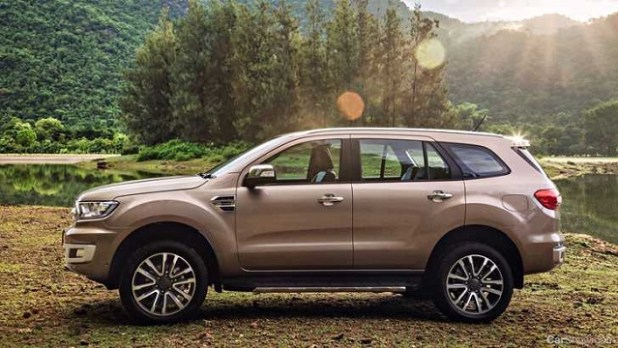2019 Ford Everest side view