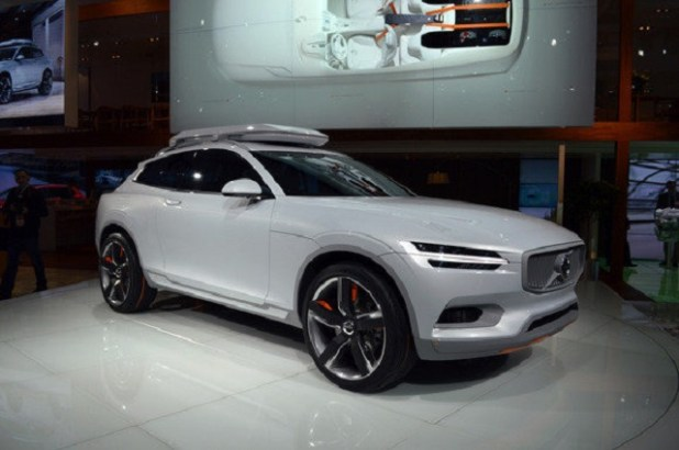 2020 Volvo XC90 front view