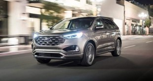 2020 Ford Edge front view