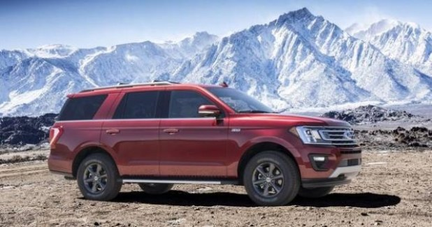 2020 Ford Expedition side view