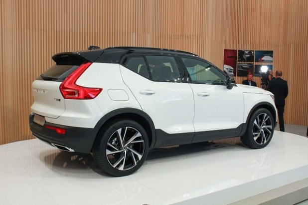 2020 Volvo XC40 rear view